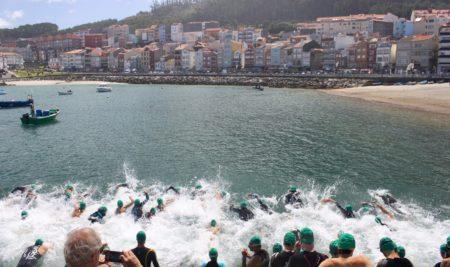 Máis de 70 persoas rematan a XXII Travesía a nado no Porto de A Guarda. Clasificacións