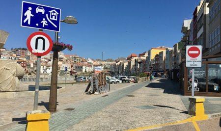 Portos atrasa inxustificadamente a colocación dunhas xardineiras na rúa peonil do Porto