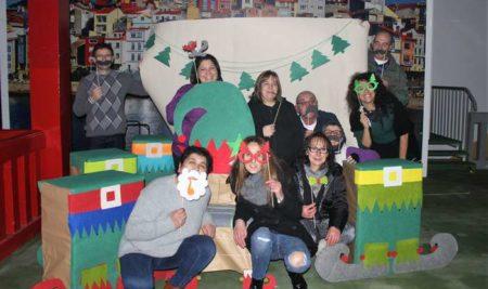 A Praza de Abastos «vístese» de Nadal grazas ao traballo conxunto dos praceiros