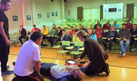 Clubs deportivos, GES e Policía Local participan nun taller de reanimación cardiopulmonar