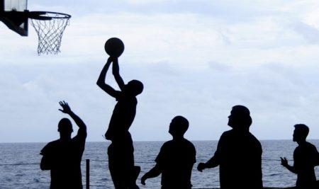 Baloncesto, fútbol e unha carreira popular: A Guarda celebra o Nadal tamén con deporte