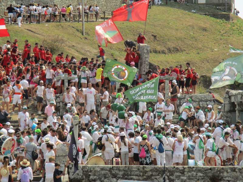 A Guarda acolle do 6 ao 15 de agosto as Festas do Monte , unhas Festas declaradas de Interese Turístico de Galicia, que contan un ano máis, cunha ampla programación de actividades, destacando as noites de verbenas, as actividades deportivas e culturais, así coma o Desfile Folclórico Tradicional e de Bandas Mariñeiras e o Domingo do Monte.