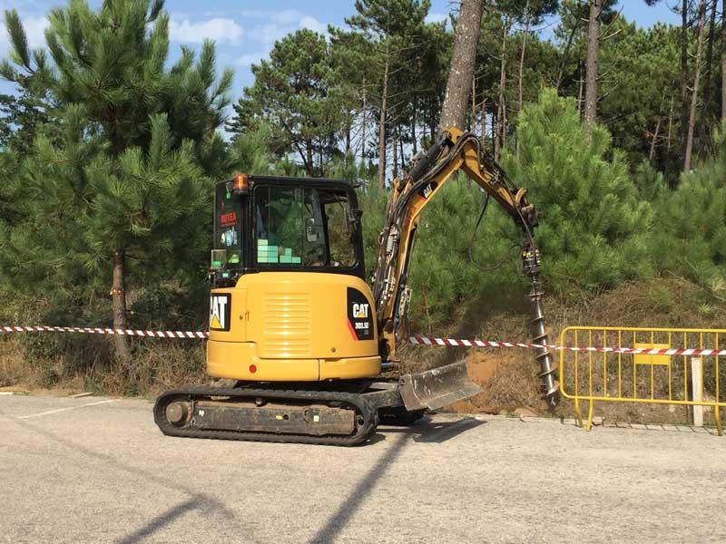 O pasado luns día 3 de setembro iniciáronse os traballos de retirada da senda peonil de madeira existente na Costa dos Soldados ou baixada a Praia do Muíño en Camposancos.