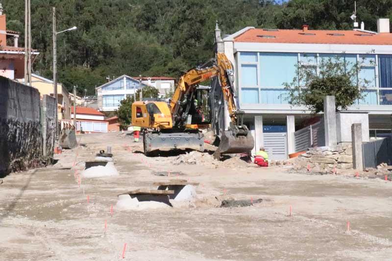 O pasado 10 de setembro iniciáronse as obras de urbanización e mellora de servizos da Subida a San Amaro en Camposancos, unhas obras que avanzan segundo o programa inicial e que as previsións estiman que estea rematada nun prazo aproximado dun mes.