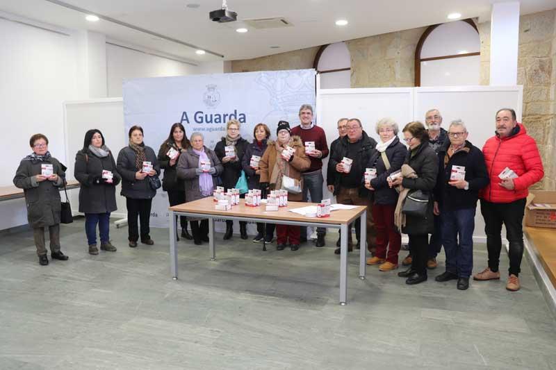 Na mañá deste mércores o Concelleiro de Emerxencias, Miguel Español e o Alcalde da Guarda, Antonio Lomba, fixeron a entrega dos primeiros 50 detectores, pero aínda hai máis dun cento deles para repartir entre as persoas que os soliciten.