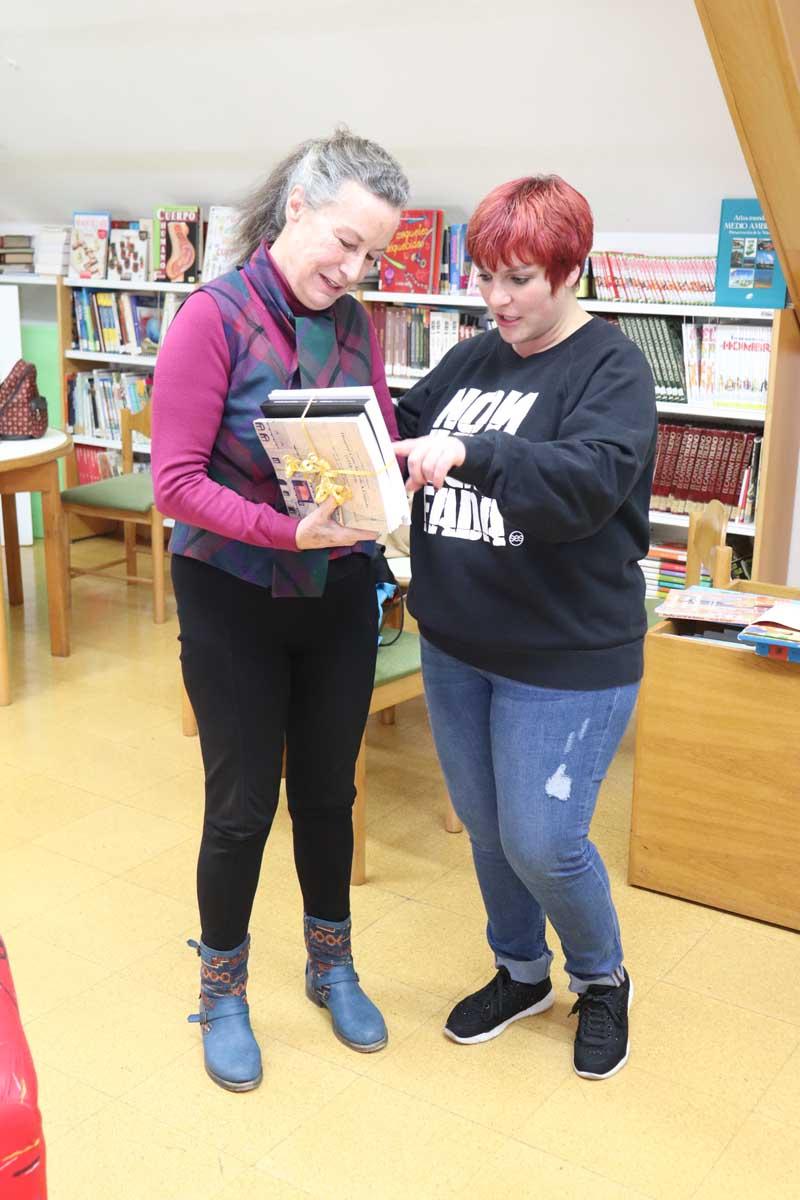O pasado sábado día 12 de xaneiro, os lectores premiados recibiron da man da Concelleira de Cultura e Educación, Elena Baz, un lote de libros adaptados ao seu perfil lector, incentivando e promovendo unha vez máis a cultura da lectura entre a cidadanía guardesa.