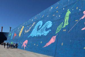 O Concello da Guarda, a Universidade de Vigo e os artistas Nuvi & éxfico, veñen de asinar un protocolo de colaboración para a realización dun estudo para a toma de mostras para unha investigación científica sobre materiais e posibles fenómenos de degradación no proxecto «A Guarda escrita nas estrelas» de pintado do espigón norte de abrigo do Porto da Guarda.