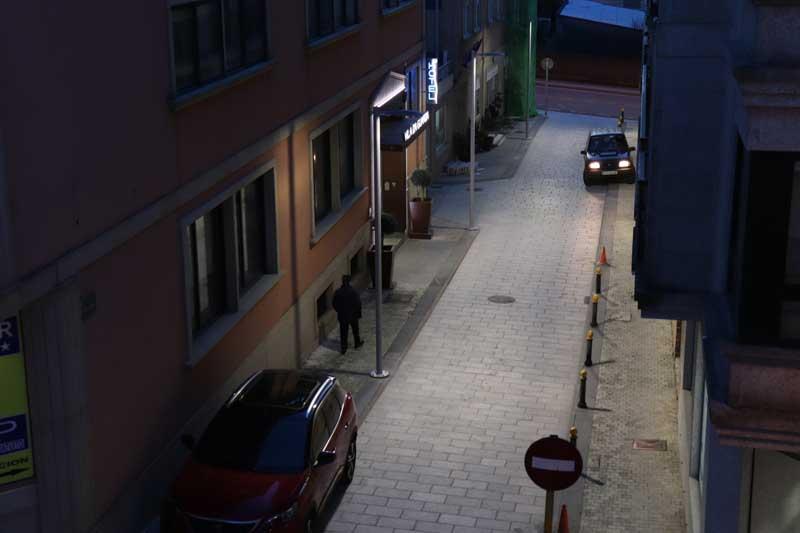 O Concello da Guarda ven de mellorar a eficiencia enerxética da Rúa Pontevedra do casco urbano coa instalación de 3 novos puntos de iluminación de tecnoloxía led co que se prevé un aforro enerxético aproximado dun 70%.