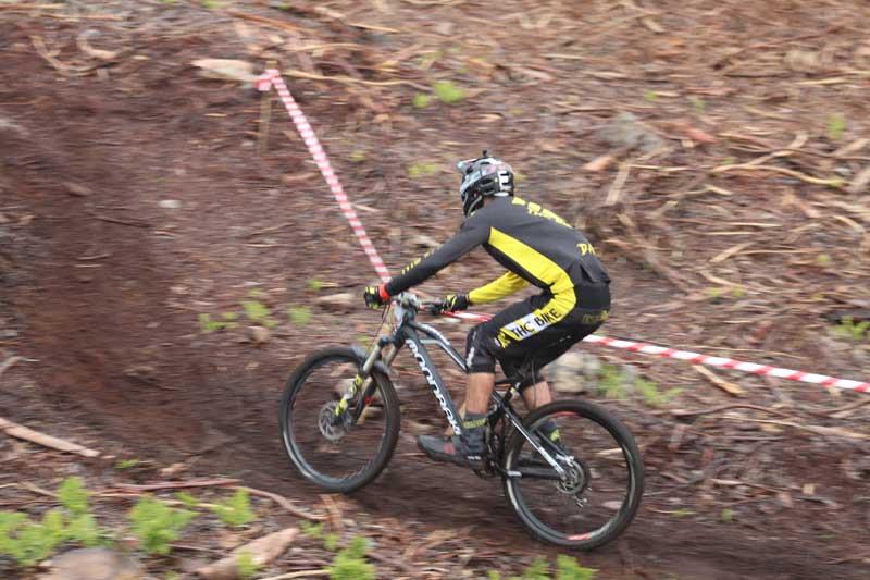 """Os montes da Guarda e do Rosal acolleron o pasado domingo día 7 de abril a primeira proba de Enduro da zona, a """"Baixo Miño Enduro Experience"""", unha proba deportiva na que se combina a habilidade técnica do DH(Descenso) e a resistencia física do XC(Rally)."""