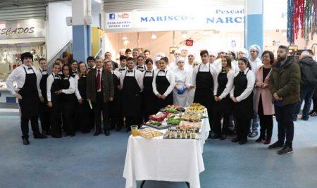 Alumnos do CIFP Manuel Antonio encheron de cor e sabor a Praza de Abastos da Guarda co «Degusta Europa»
