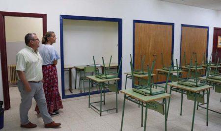 A Guarda realiza diversas obras mantemento nos centros de ensino do municipio