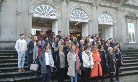A Concelleira de Igualdade e a Traballadora Social do CIM da Guarda participan na presentación da campaña da Deputación ao fío do Día Internacional contra a Violencia de Xénero