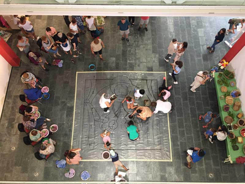 O pasado domingo día 26 de agosto finalizou a Exposición fotográfica «Así Somos», que dende o 20 de xullo se atopaba na Sala de Exposicións da Casa dos Alonsos da Guarda, rexistrando unha gran acollida de público con máis de 1500 persoas