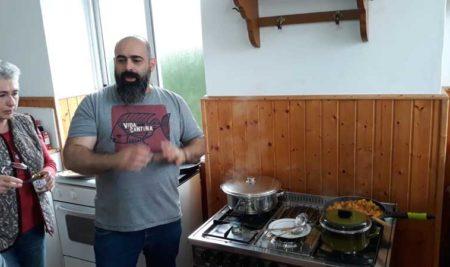 Destacados cociñeiros galegos  ensinan na Guarda a elaborar pratos económicos, sans e solidarios