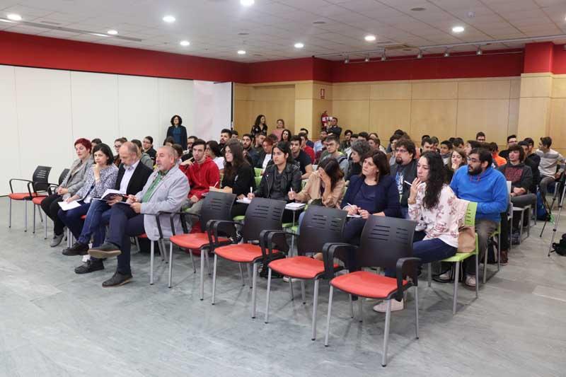 O xoves 25 de outubro a Casa dos Alonsos da Guarda foi o escenario da inauguración da Feira do Emprego e Formación «Tecnoimaxín», acto que contou coa presenza do Alcalde da Guarda, Antonio Lomba; o Concelleiro de Formación e Emprego, Xavier Crespo e a Deputada Provincial, Montserrat Magallanes.