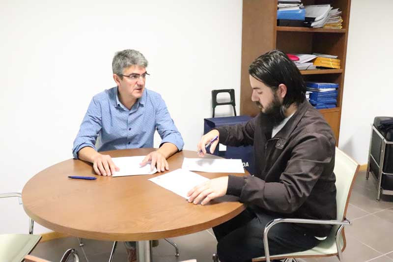 O alcalde do Concello da Guarda, Antonio Lomba, e os representantes de 53 asociacións guardesas veñen de firman os convenios para as subvencións nominais concedidas a cada unha delas para o ano 2018, aprobados en Pleno Ordinario.