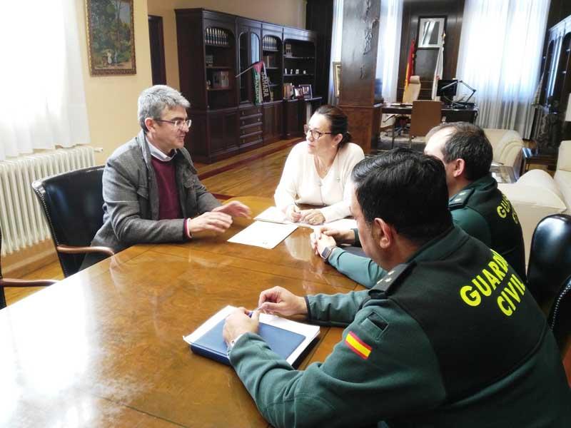 O alcalde da vila mantivo hoxe un encontro con Maica Larriba