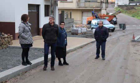 As obras de humanización e mellora da seguridade da rúa Vigo na Guarda avanzan a bo ritmo
